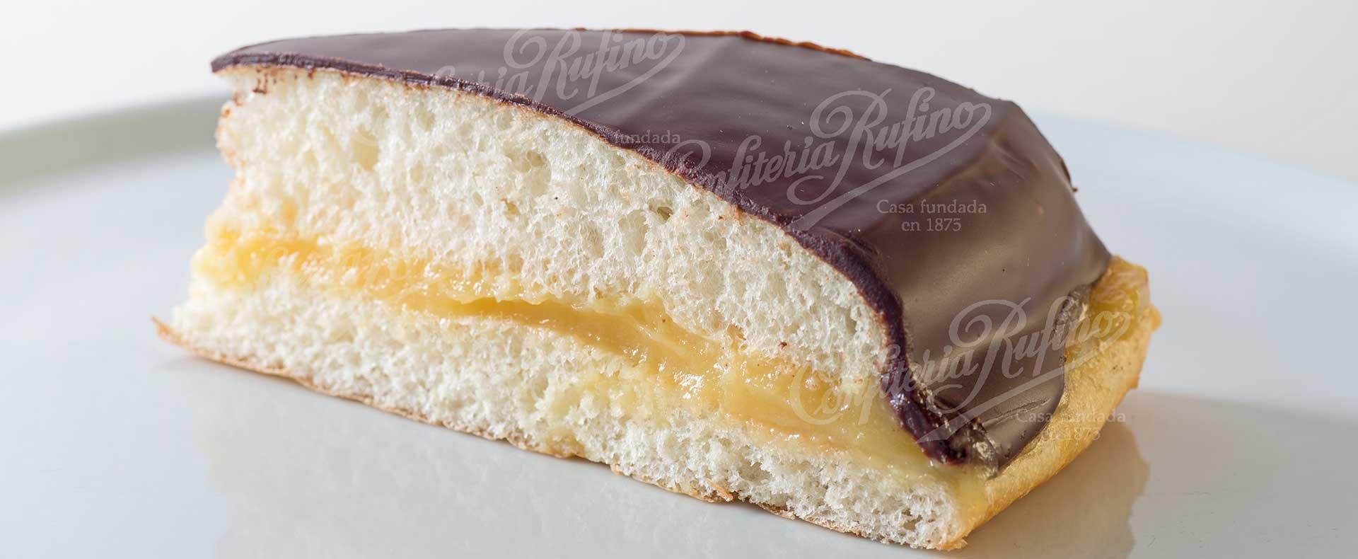 cuña de chocolate y crema bollería Confiteria Rufino Aracena