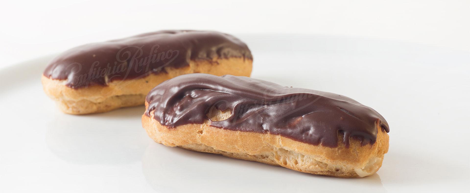 petisú relleno de crema con chocolate Confitería Rufino Aracena