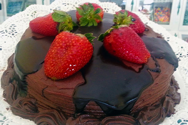 Tarta de chocolate con fresas naturales Confiteria Rufino Aracena